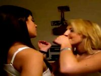 Hotties Making Out