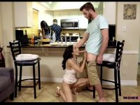 MomsTeachSex – Katya Rodriguez, Tia Cyrus – Share With Mommy