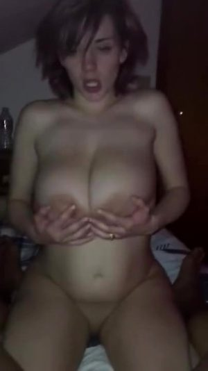 Big Breasted Girl Gives Perfect Head