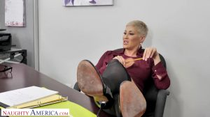 Brenda Philips Gives Her Employee A Big Raise I GIF By Filme-HD.Org – Movies Adult HD