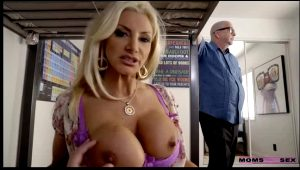 MomsTeachSex – Brittany Andrews Off To College