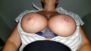 See How My Boobs Hang Nicely In Front Of Your Eyes As I Bend Forward Xx 54yo ???