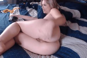 Gaiming Babe With Fat Ass